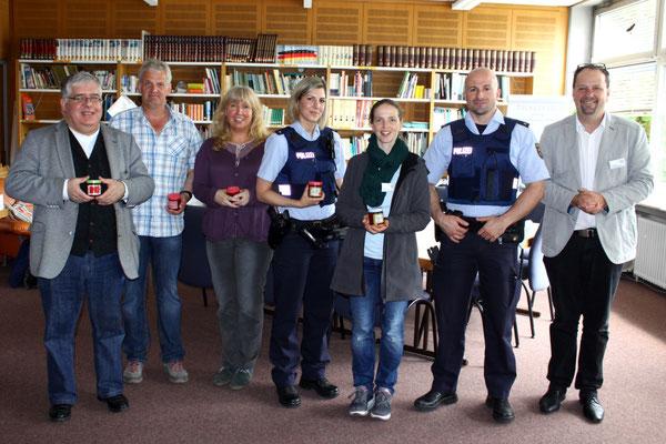 Als kleines Dankeschön erhielten die Referentinnen und Referenten von der HUS-Gruppe 7 unter der Leitung von Herrn Münzing selbst hergestellte Erdbeermarmelade