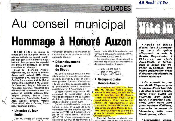le journal relatant la décision datée du conseil municipal de rebaptiser l'école du platane l