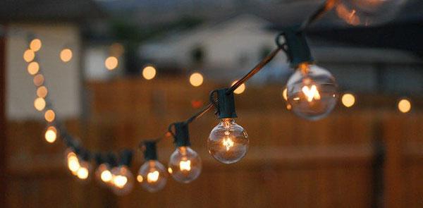 Lamparas luces guirnaldas atrezzo utileria rental chile for Guirnaldas de luces para exterior