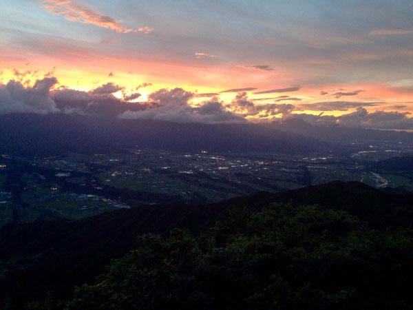 陣馬型山キャンプ場から見る夕焼け(ToT)/~~~サイコー