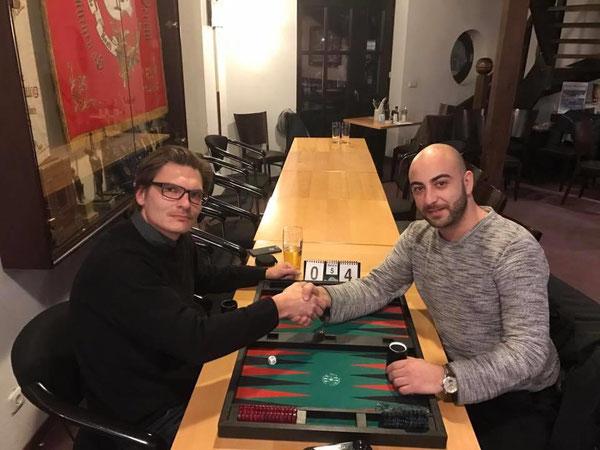 Daniel Lehfeld (links) und der Consolation-Sieger im Januar: Ozkan Burma