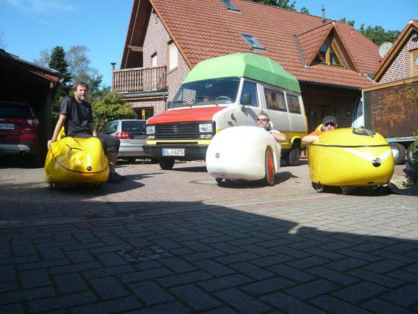 Die Eskorte der Junker für den ex Dingsbums aus Knetenhausen bei der Abfahrt zum Startpunkt Pferdemarkt!