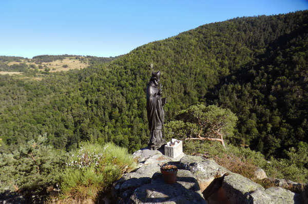 La statue nettoyée de son ancienne couche de peinture