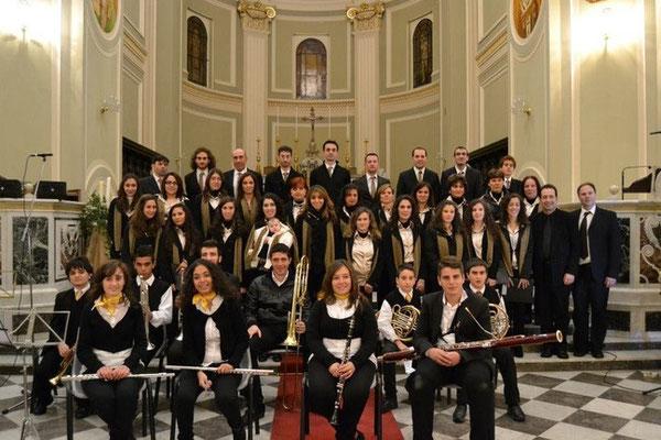 """Coro Interparrocchiale """"S.M.V.Addolorata e S.Nicola"""" e alcuni musicisti che collaborano col coro in più occasioni - 2012"""