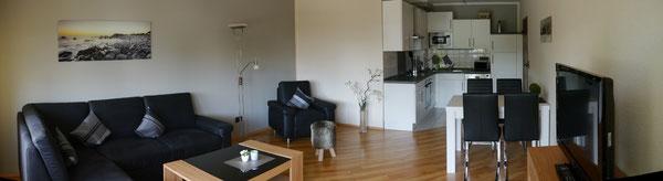 Bild: Panoramafoto der modern und kompfortabe eingerichteten Ferienwohnung Nr.50
