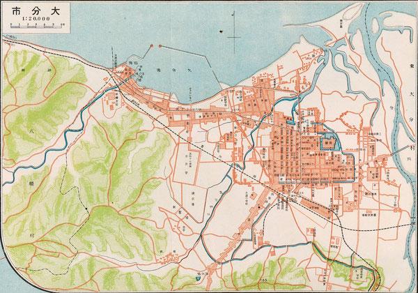 ホーンビー先生が来豊した翌年の大正14年(1925年)の大分市街図。地図の右下に「(大分)高等商業学校」の表記が見える。府内城の外堀の西側が埋め立てられて、郊外に向かって街が発展していることがわかる。毎日新聞 東宮御成婚記念(大正14年)所収(2回クリックすると大きく拡大します):著者所収