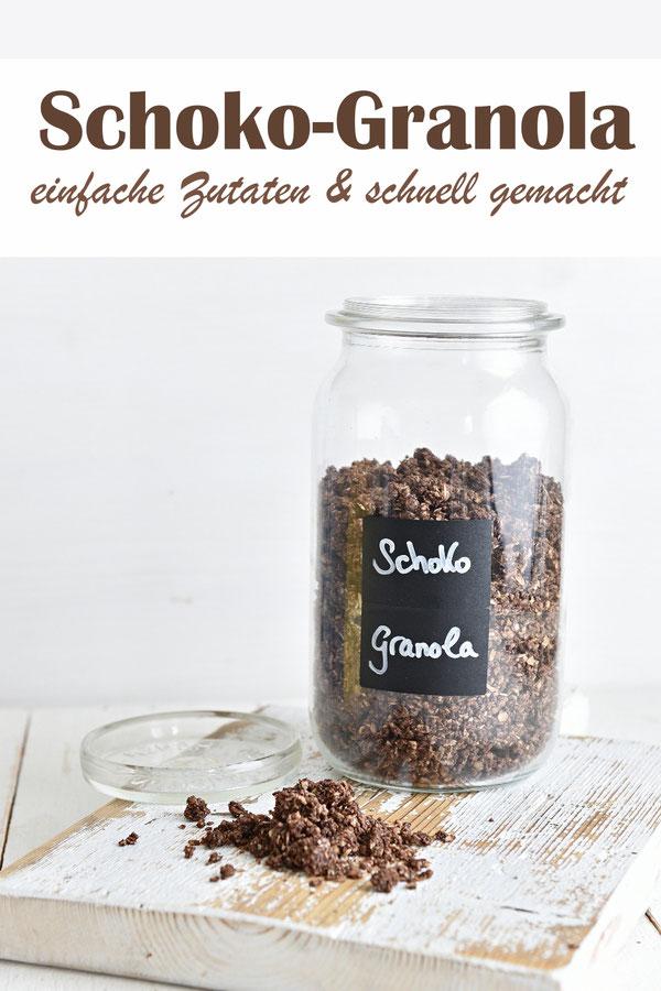 Schoko Granola mit einfach Zutaten, schnell gemacht, Haferflocken, Mandeln, Kokosöl, Backkakao und Ahornsirup, vegan, Frühstück
