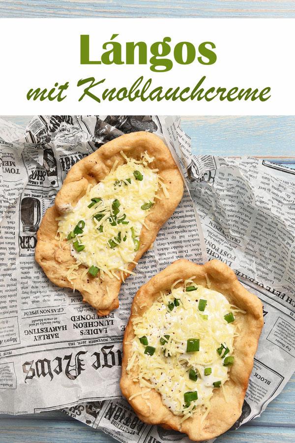 Lángos mit Knoblauchcreme, Frühlingszwiebeln und geriebenem Käse, vegan möglich, Teig aus dem Thermomix, Klassiker