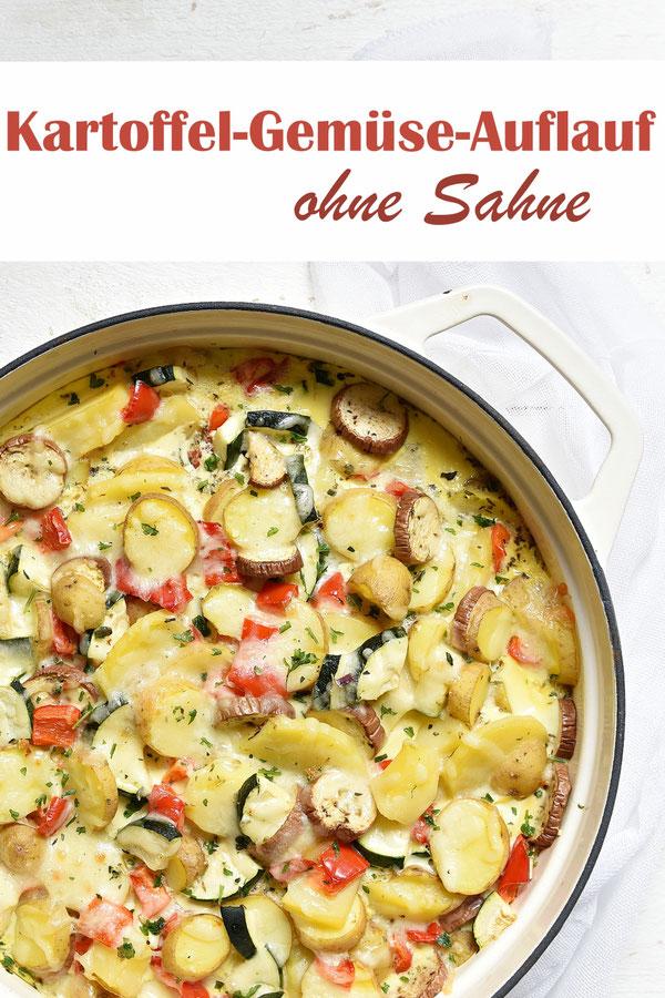 Kartoffel Gemüse Auflauf ohne Sahne, gebacken in einer Eier-Milch-Mischung, leicht und lecker, mit Zucchini, Paprika, Aubergine, optional Ziegenkäse oder Fetakäse, vegetarisches Mittagessen, Familienküche, Thermomix
