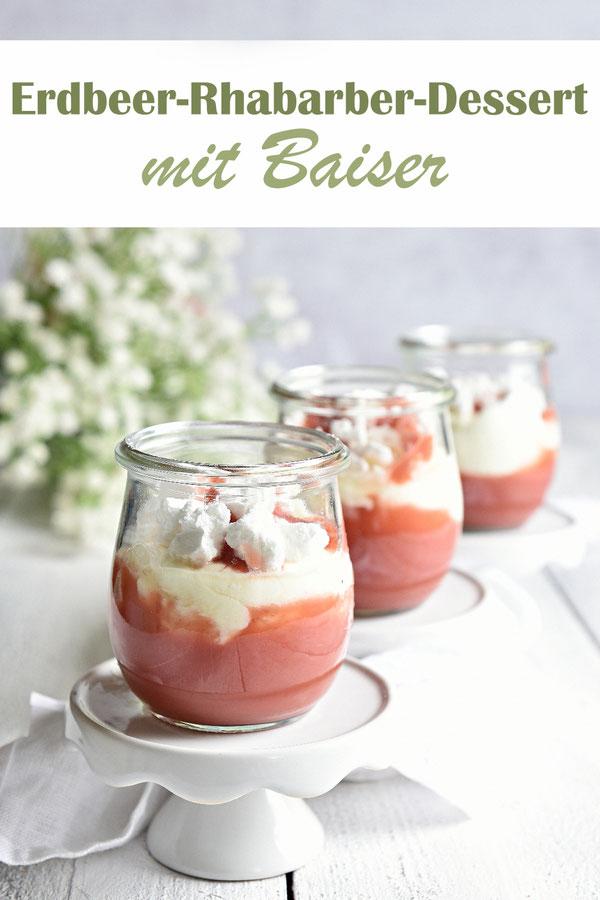 Erdbeer Rhabarber Dessert, unten ein Fruchtmus, mittig eine Quark-Sahne-Baiser-Creme, oben Baiser, fruchtig, süß-sauer, frühlingshaft, lecker, Thermomix