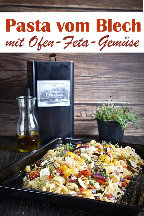 Pasta vom Blech mit Ofen-Feta und Ofen-Gemüse - Gemüse und Feta werden einfach mit etwas Olivenöl und Thymian im Ofen gebacken, die Nudeln gekocht und danach sofort auf dem Backblech vermischt