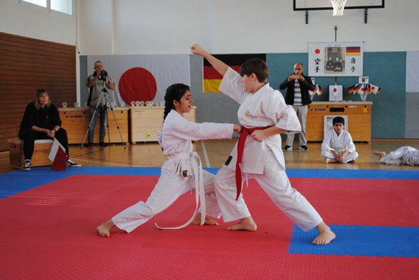 Parisa Akbary und Konstantin Keller bei Angriff und Gegenangriff