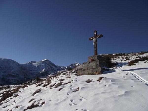 La croix du Peyras, en montant à la Hount Blanque.