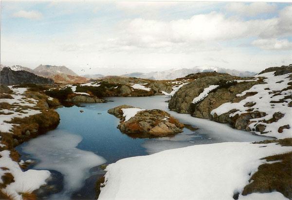 Miroir d'eau au lac d'Isabe, 1925 m, 3 h de marche depuis la prise d'eau .