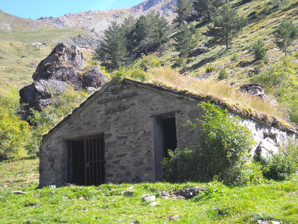 Refuge pastoral de Lacuart dans la vallée de Canal Roya;