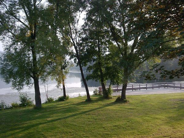 in-folio / Mantes la Jolie / grand deck sur le lac de Gassicourt