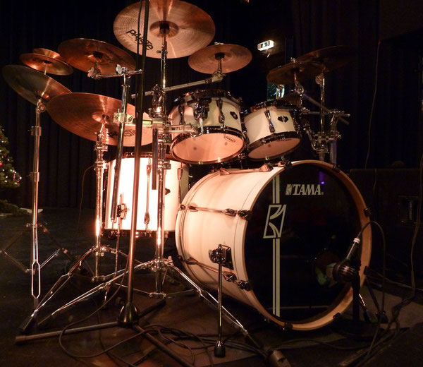 "Tama Superstar Hyperdrive Special Edition 22"" 10"" 12"" 14"" 16"" & Snare 14"" in Flat White"
