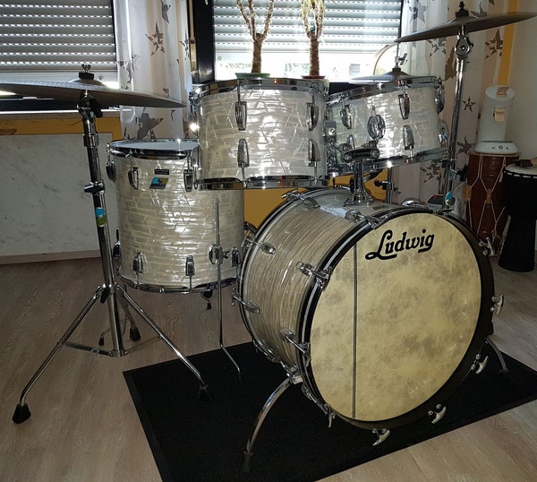 """Ludwig Classic Maple 1977  22"""" 12"""" 13"""" 16"""" in White Marine Pearl"""
