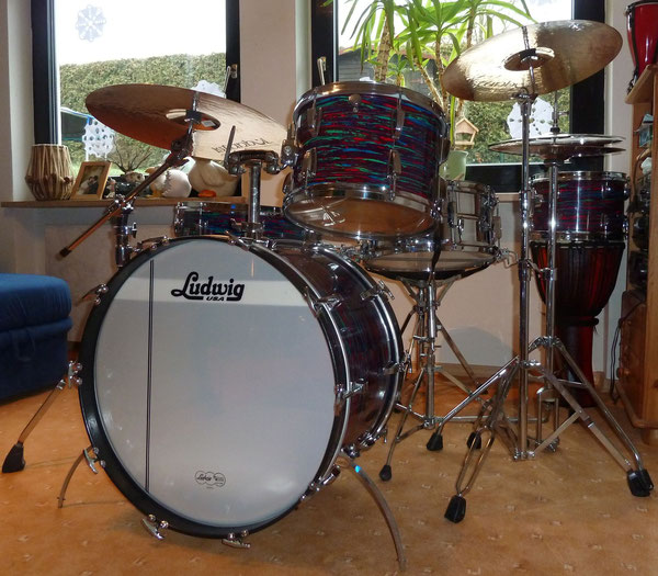 "Ludwig Classic Maple 1969 22"" 12"" 13"" 16"" in Psychedelic Red"