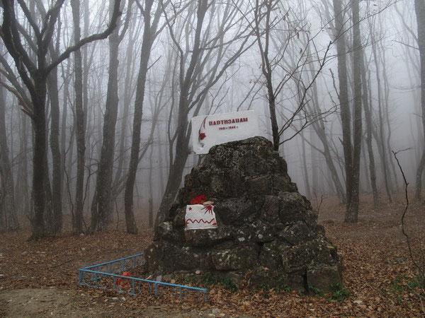 Памятник партизанам Крыма, установленный к 40-летию Дня Победы