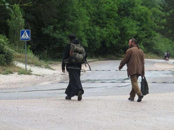 Терновские (а возможно и Шулданские) святые отцы - не сравнить с холеными городскими пастырями, разъезжающими на иномарках!