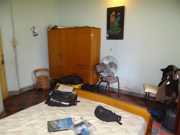 unser Privatzimmer in Fiambala: das Licht fällt im übrigen durch die Türe zum Hof, es gab kein Fenster...