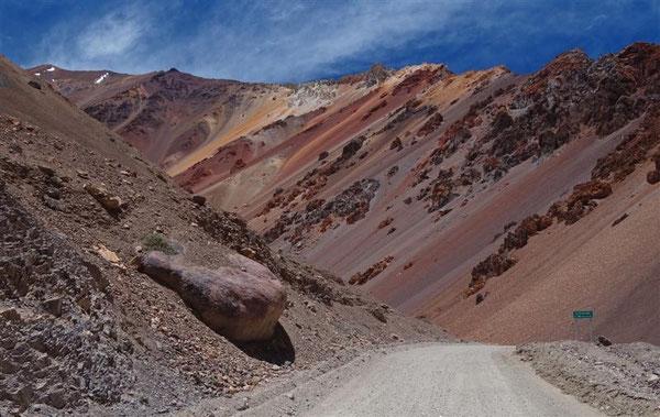 "Da heißt sogar ein Berg ""cerro colorado"" = bunter Berg"