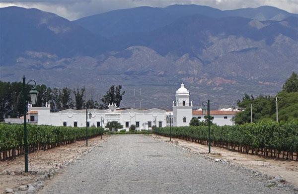 das 1. argentinische Weingut, das uns begegenete; mit eigener Kapelle !!