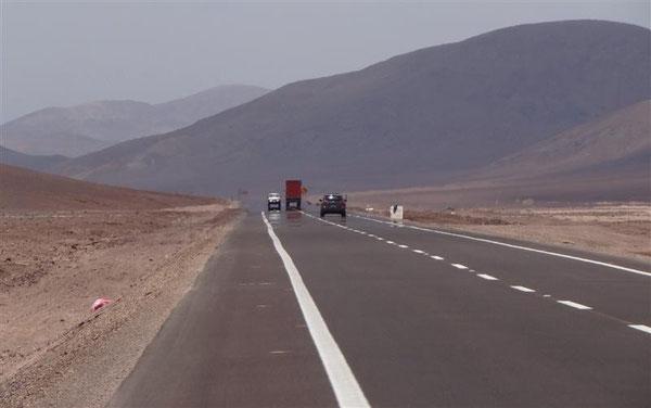 endlos lange gerade Straßen, die später aber in Argentinien noch getoppt werden,