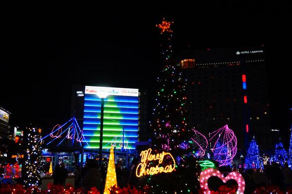 もうすぐクリスマス~!是非夜の岡山駅も楽しんでくださいね。