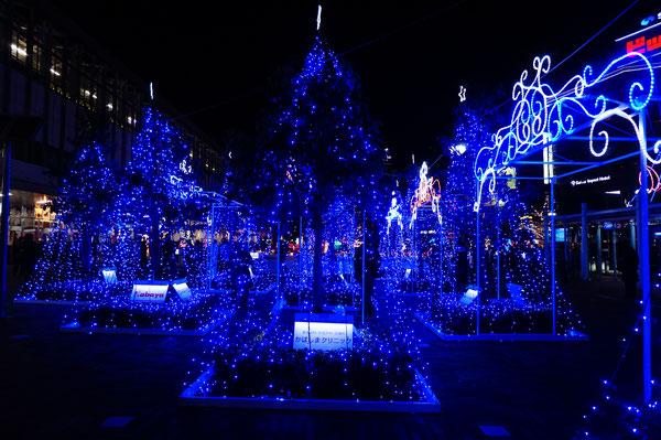 岡山駅周辺を約8万7千のLEDで彩っています。