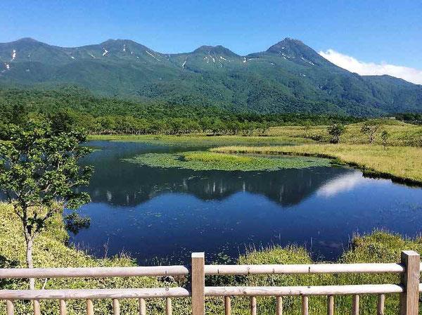 知床五湖に映る羅臼岳