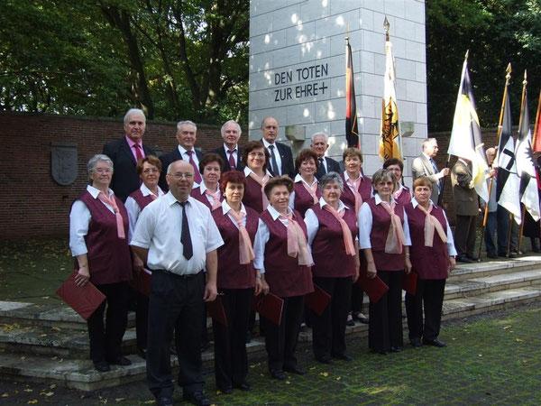 Der Chor 2011 bei der Gedenkfeier auf dem Wolfsburger Klieversberg