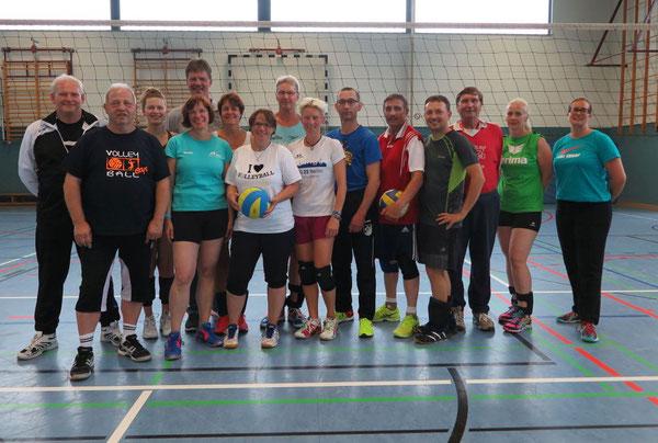 Strahlende Gesichter: Volleyballtrainerinnen und Volleyballtrainer waren mit Spaß und Freude dabei