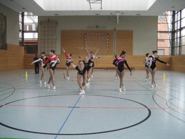 Sportlerinnen des TK zu Hannover zeigen bei der Wettkampfaerobic ihr Können
