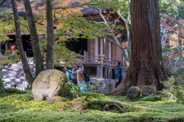 京都大原三千院の紅葉とわらべ地蔵
