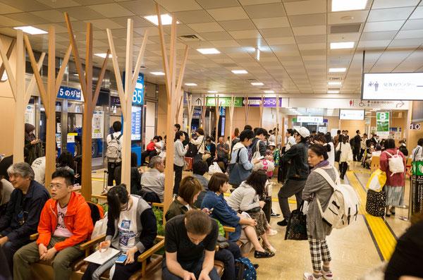 新宿バスターミナル「バスタ新宿」内観 待合ロビー