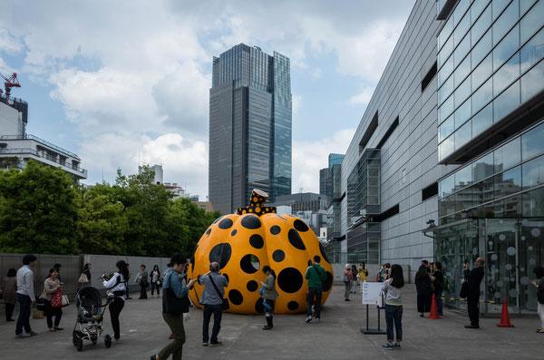 東京国立新博物館 草間彌生 黄色いかぼちゃのオブジェ