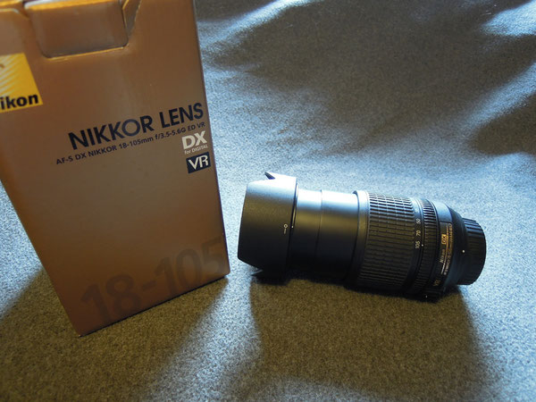 Nikkor AF-S DX 18-105mm/3,5-5,6G ED VR Objektiv, Nikon Gegenlichtblende HB-22