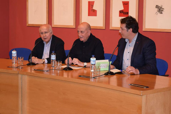Juan Espino (Presidente de la Asociación de Amigos del MEIAC), Antonio Franco (Director del MEIAC) y Fran Amaya (Director de la ERE)