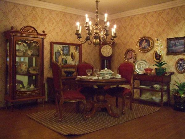 Muebles de Jiayi-Trianon y Huamei.La esfera del reloj pertenecía a un reloj de pulsera de Alfonso.