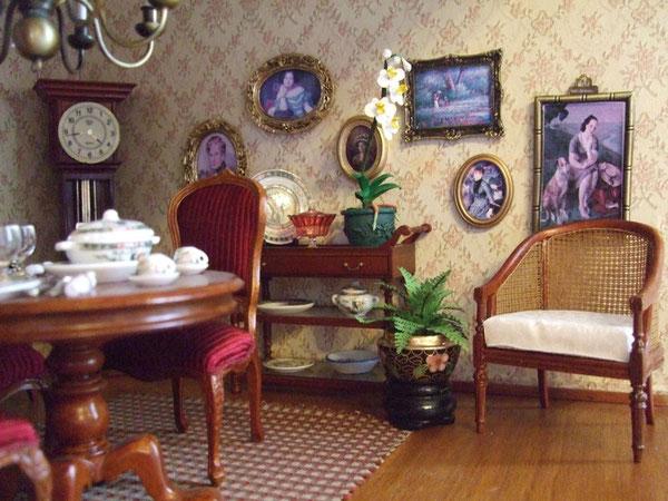 y este elaborado sillón de rejilla de JBM (Mundominiaturas) para el salón (el cuadro que está detrás es un homenaje a una gran pintora lucense, Julia Minguillón)