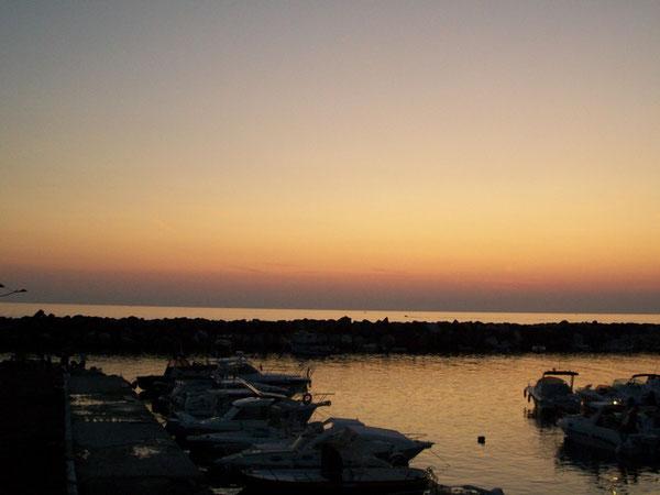 Il porticciolo di San Lucido al tramonto