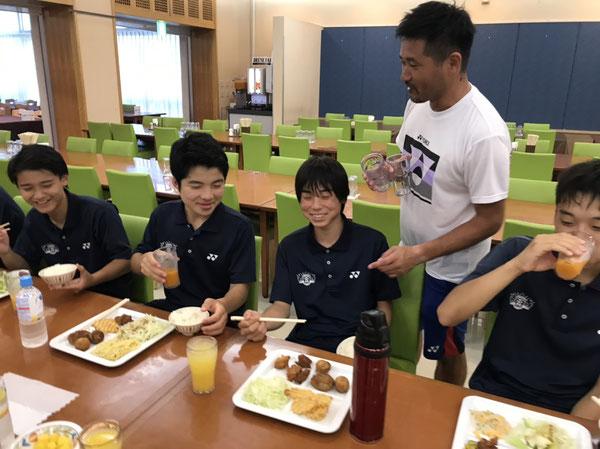 山田コーチから豪琉の食事への的確なツッコミが炸裂しました!笑