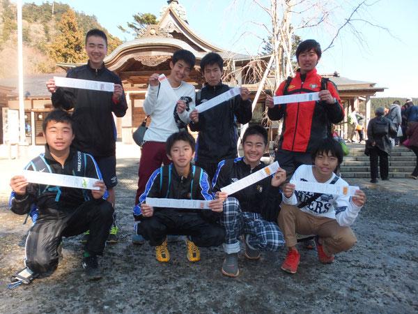毎年恒例大吉組の皆さんです。航、大和、翔大、大樹は2年連続の大吉!酒井コーチはなんと3年連続!!!
