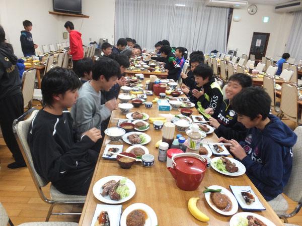 みんなで食べると美味しく感じるものです。ごちそうさまでした!