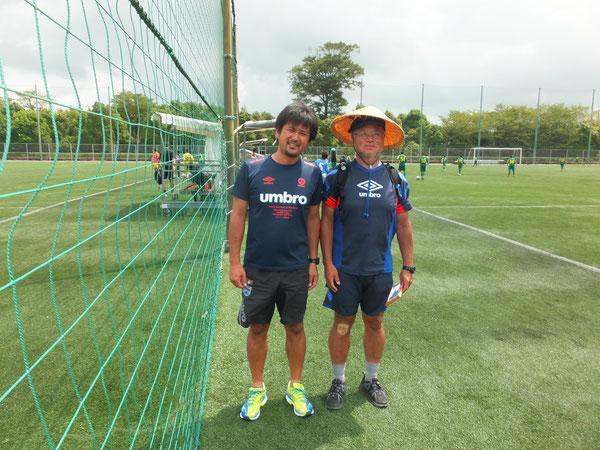 今大会主催のNPOゴールドルーツスポーツクラブ副理事長兼,FC コルージャ監督の根岸さん。 初年度よりお世話になっており、現在のリーヴレサッカー理念に多大な影響を与え続けている 山田コーチが大好きな人物です。
