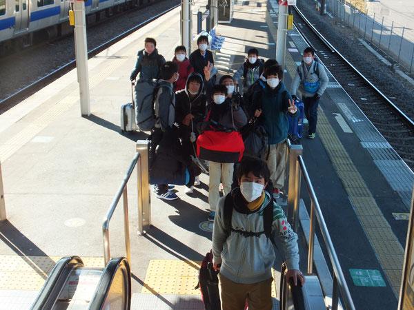 佐貫駅に到着。マスクで風邪予防も万全です!