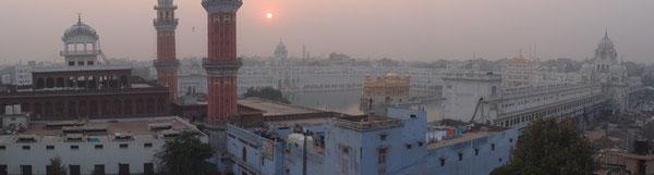 """Blick von unserer Terrasse auf den """"golden temple"""""""