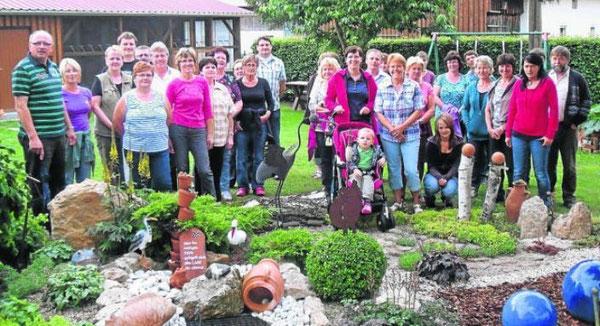 Auch ein bisschen Stolz durfte in der Runde der Gartenbesitzer nicht fehlen, die über 2000 Gästen einen außergewöhnlichen Sonntagsausflug ermöglicht hatten. Bild: fjo